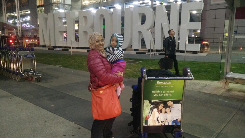 Posing depan Tullamarine Airport