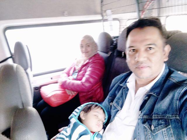 Aira masih tidur lagi dalam minibus.